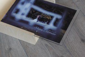 SkyBook Studio Standard Wood Box Graviranje Pleksiglas